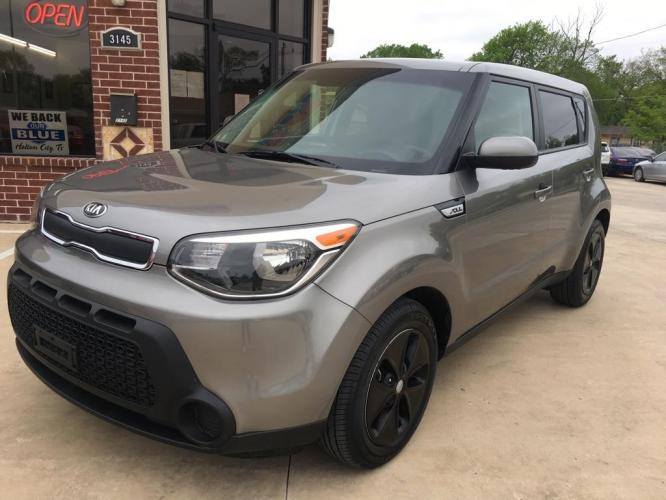 2015 GRAY KIA SOUL (KNDJN2A26F7) with an 1.6L engine, Automatic transmission, located at 3145 N Beach st, Fort worth, TX, 76111, (817) 222-1289, 32.801109, -97.290657 - Photo #0