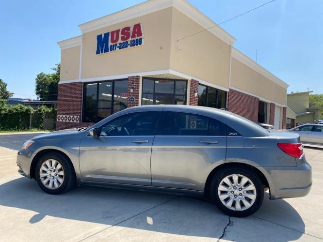 2012 Gray CHRYSLER 200 LX (1C3CCBAB6CN) with an 2.4L engine, Automatic transmission, located at 3145 N Beach st, Fort worth, TX, 76111, (817) 222-1289, 32.801109, -97.290657 - Photo #0