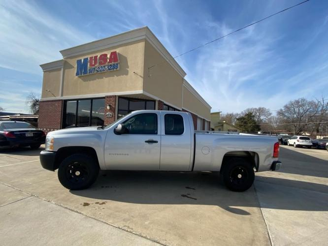 2012 Silver CHEVROLET SILVERADO 1500 (1GCRCPEX8CZ) with an 4.3L engine, Automatic transmission, located at 3145 N Beach st, Fort worth, TX, 76111, (817) 222-1289, 32.801109, -97.290657 - Photo #0